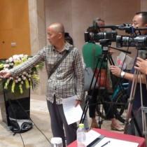 台湾贸易中心陈英显主任于见面会后接受云南电视台专访