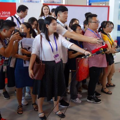 台灣貿易中心王副秘书长接受媒体团专访联代表参观台湾精品