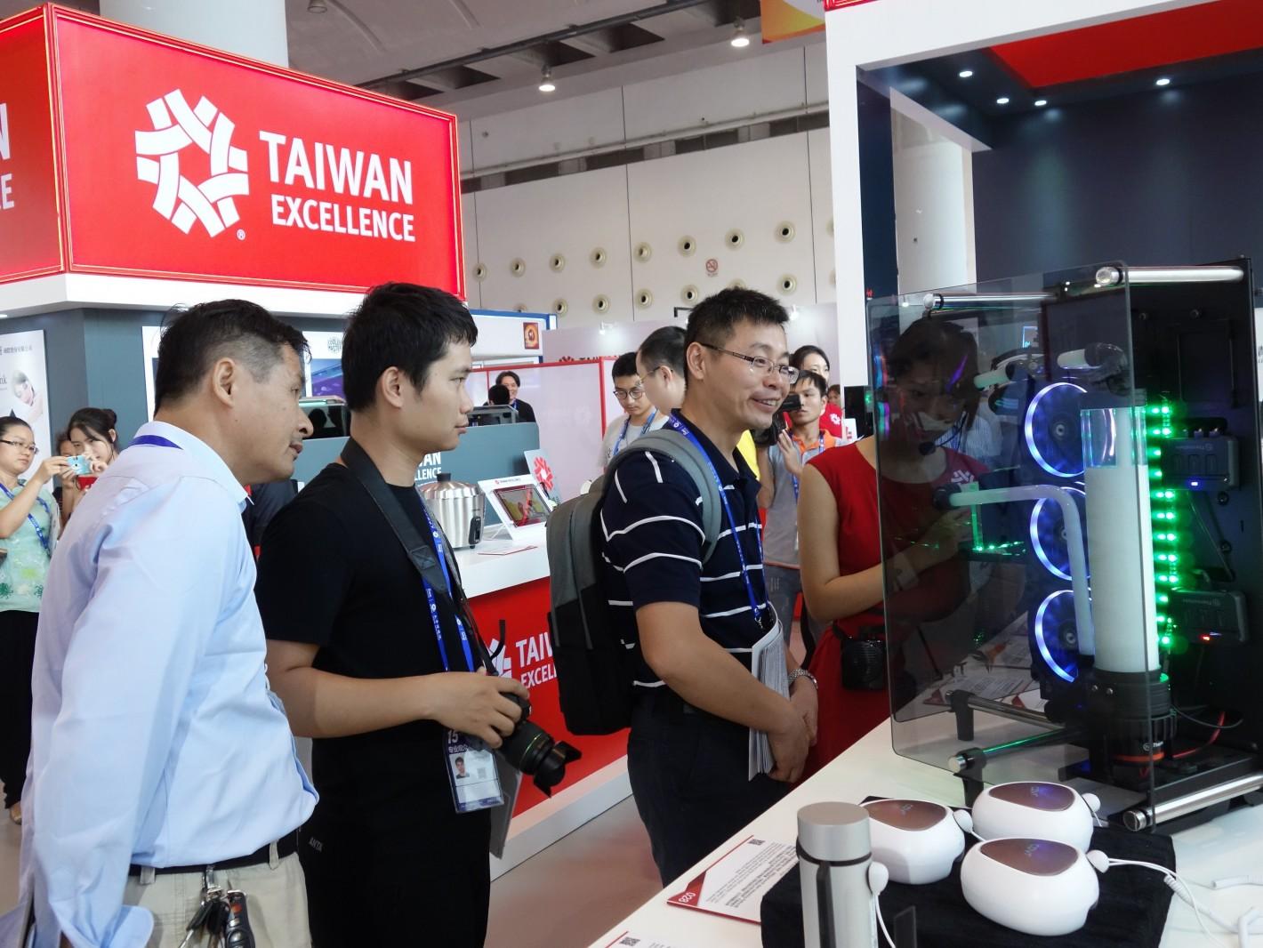 参观者对台湾精品感到高度兴趣