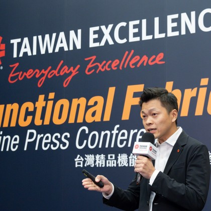 Tony Wang, Sales Vice President of Singtex introduced its AIRMEM COLORSHELL coffee bio-jacket to the audience