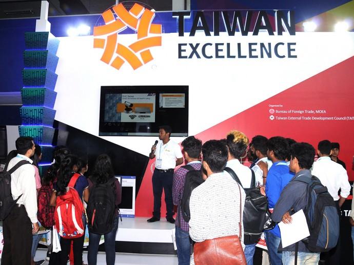Honorable Chief Minister of Karnataka Shri H. D. Kumaraswamy inaugurates the second edition of SMART ASIA India Expo & Summit