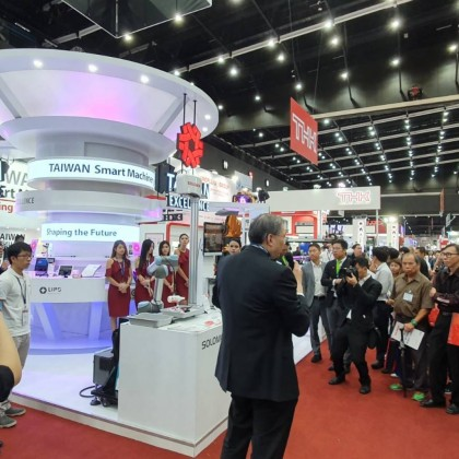 Taiwan Excellence award-winning company representatives introduced products to buyers at the Taiwan Excellence Pavilion at Manufacturing Expo 2019.