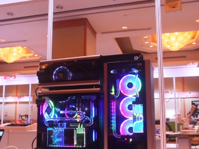 Thermaltake Technology- Level 20 Tempered Glass Edition Full Tower Chassis