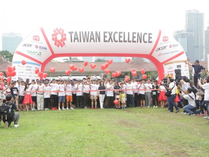 Taiwan Excellence Happy Run, 3500 Peserta Mendonasikan Buku untuk Anak Putus Sekolah