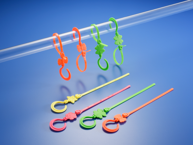 Hook tie / KAI SUH SUH ENTERPRISE CO., LTD.