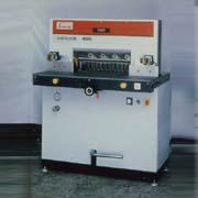 油壓自動裁紙機-四通工業有限公司