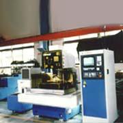 線切割放電加工機 / 慶鴻機電工業股份有限公司