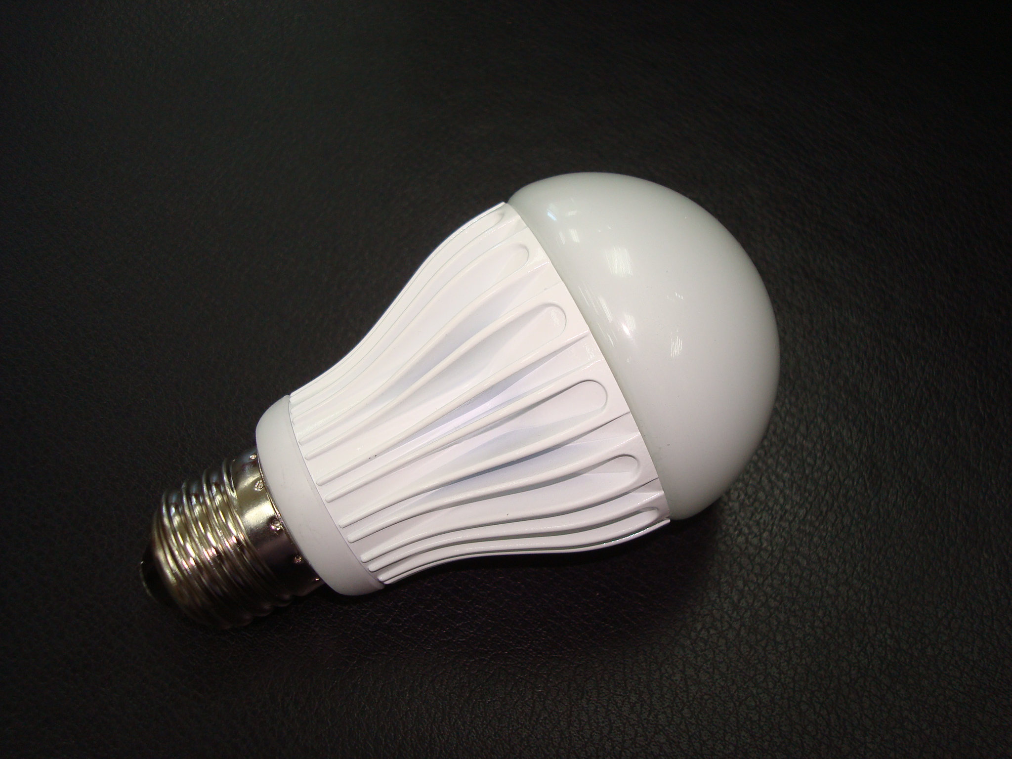 6W LED可調光式燈炮