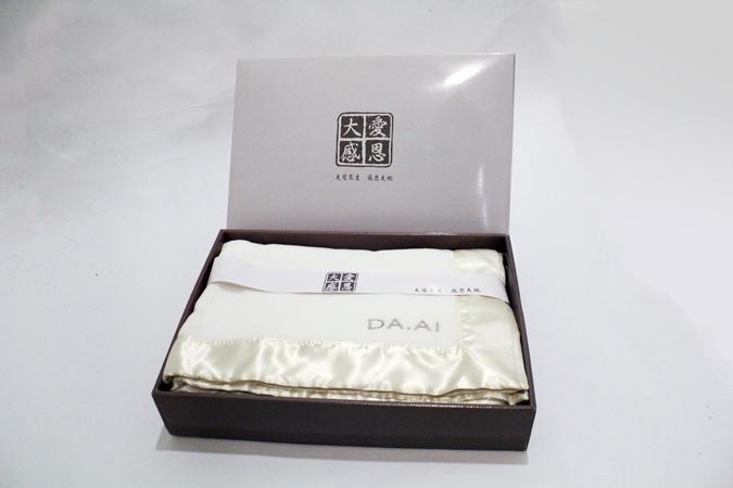 機能抗靜電兩用毯禮盒 / 大愛感恩科技股份有限公司