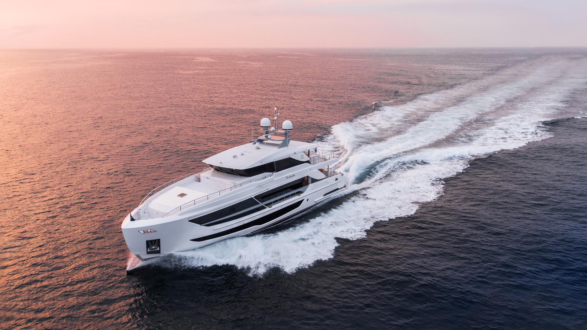 102呎豪華遊艇 / 嘉鴻遊艇股份有限公司