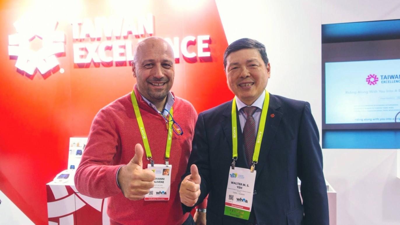 台灣精品贊助的義大利超級排球聯賽Taiwan Excellence Latina球隊大老闆 Mr. FALIVENE也來力挺台灣精品館