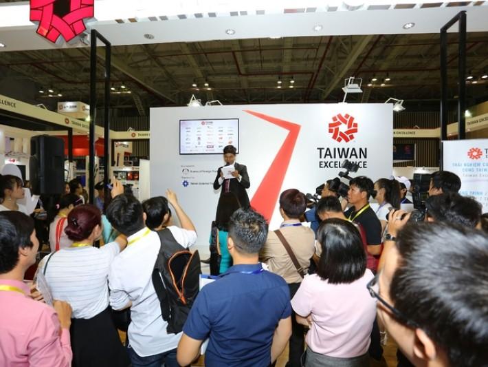 參觀者踴躍參加台灣精品活動