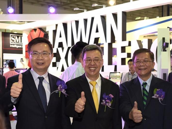 陳建仁副總統與經濟部李世光部長與外貿協會黃志芳董事長齊讚台灣精品創新科技
