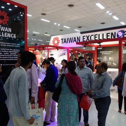 外貿協會於印度新德里「通訊及系統整合展」設立「台灣精品館」,吸引買主踴躍參觀。