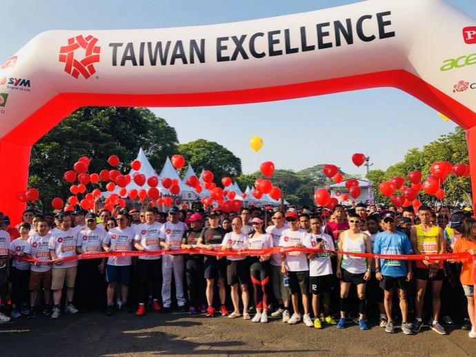亞運熱潮來襲!台灣精品跑向雅加達 為亞運中華隊加油