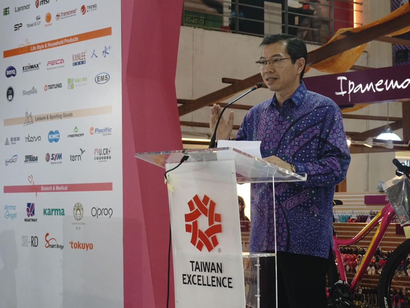 印尼泗水代表處代表蕭勝中於印尼峇里島購物中心體驗活動致詞