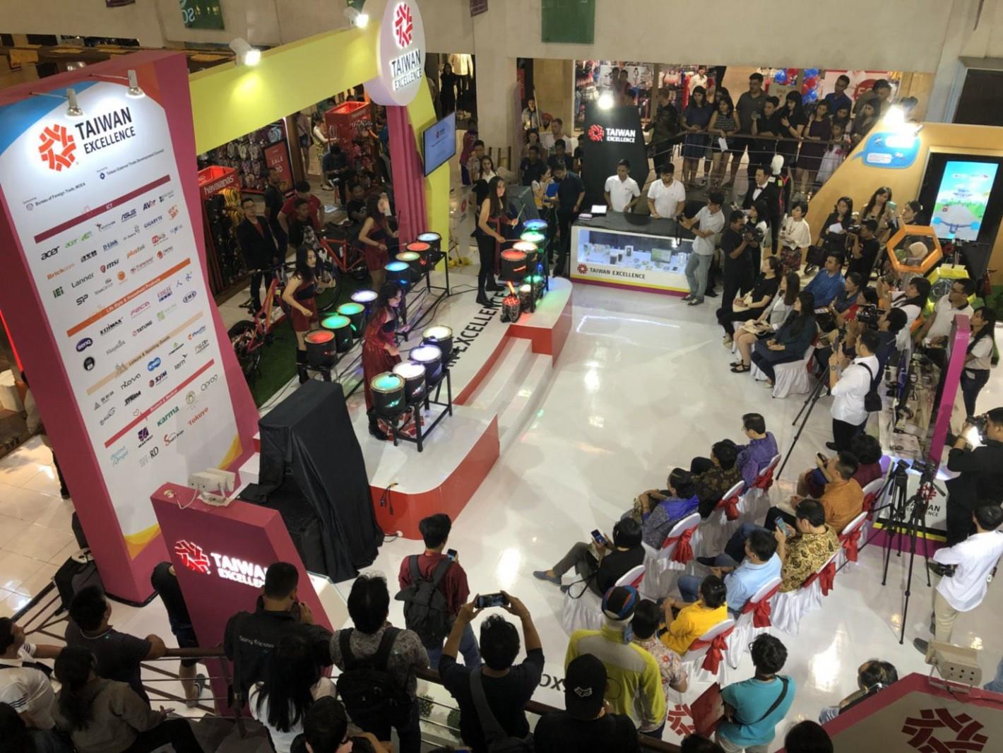 印尼峇里島購物中心體驗活動現場熱鬧開幕