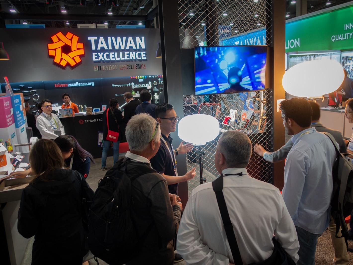 美洲、中美洲買主絡繹不絕,紛紛表示有意願採購青暘LED氣球燈